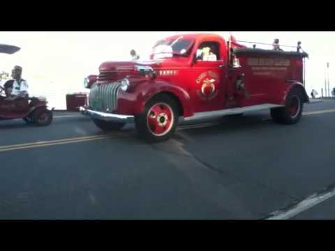 Old timer forgets carhops tray!