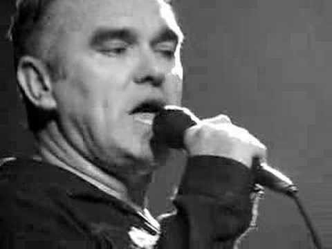 morrissey - girlfriend in a coma ... (live in nyc 10/28/07)