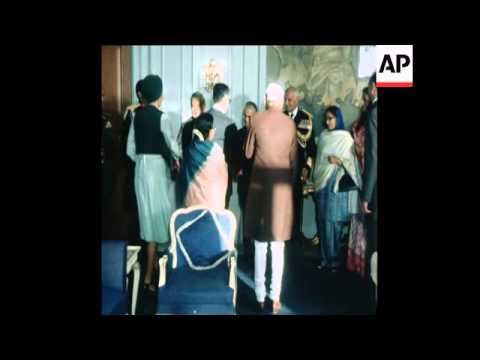 SYND 3 2 78 SHAH OF IRAN ARRIVES TO NEW DELHI