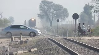 Dust Strom HGMU-30 8225 | Fastest Train ever in Pakistan | 28 dn Shalimar Express Fastest HGMU-30