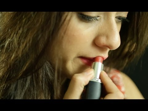 HINDI: How To Apply Long Lasting Lipstick