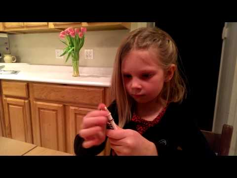 Sophie Rainbow Loom Demo#1 - fishtail with pencils