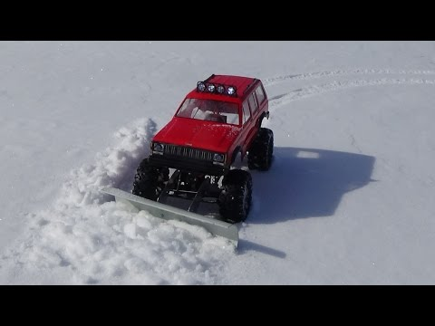 Rc snow plow homemade  jeep cherokee 92 axial ax10 fist test.