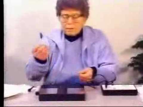 Hulda Clark demonstrates a Syncrometer