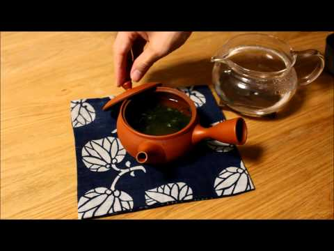 Tokoname tea pot Demonstration to make Japanese Sencha green tea