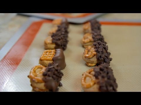 How to Make Chocolate Covered Peanut Butter Pretzels - Let's Cook with ModernMom