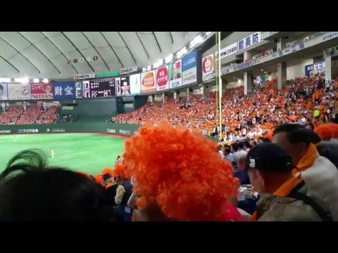 Crazy Yomiuri Giants fans cheering at Tokyo Dome