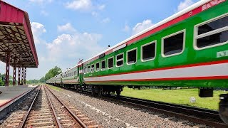 Fastest Bangladeshi Train Non-stop Benapole Express through passing Majhgram Railway Station