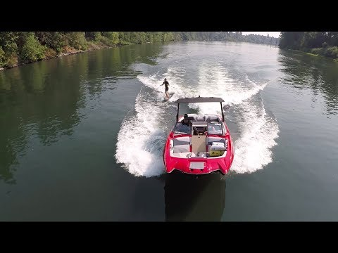 How to Pick up a Wakesurfer the Right Way
