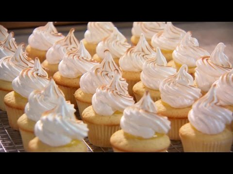 How to Make Super Soft and Moist Chinese Bakery Meringue Chiffon Cupcakes  杯子蛋糕食譜