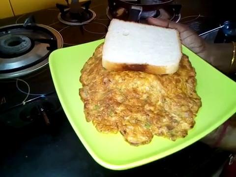 How to make Egg omelette with fried onions|masala omlet|desi omlet|indian masala omlet