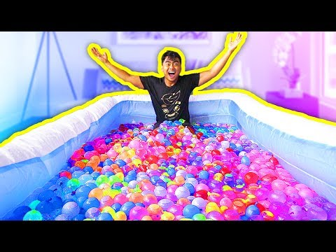 1000+ WATER BALLOONS IN A POOL!
