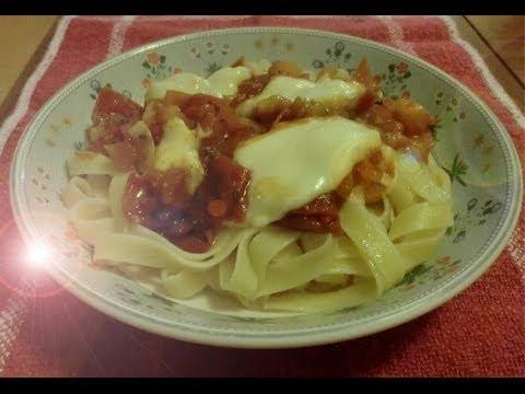 Tomato-mozzarella pasta