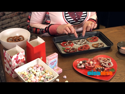 It's Not To Late! Valentine's Chocolate Pretzels