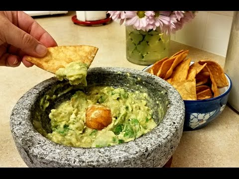 Guacamole Recipe - Green Salsa Guacamole and Chips