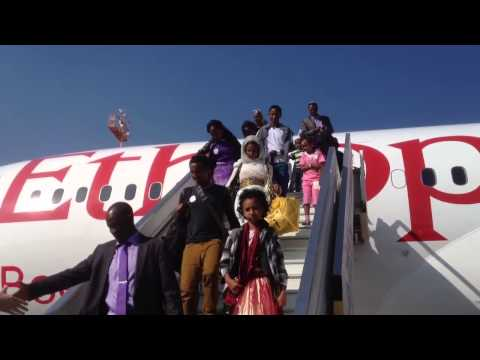 Ethiopian immigrants getting off the plane in Israel