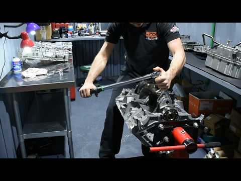 M156 C63 2014 Engine rebuild ( part 4 )