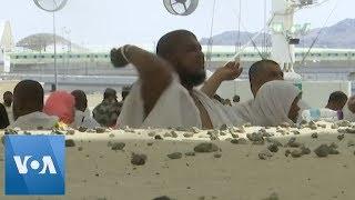 Hajj Pilgrims Participate in 'Stoning of Devil' Tradition in Saudi Arabia