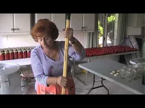 Cooking with Nonna: Slow tomato sauce