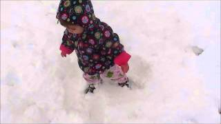baby sees snow for first time