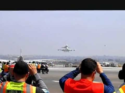 Endeavour Space Shuttle Landing from LAX Airport Ramp!