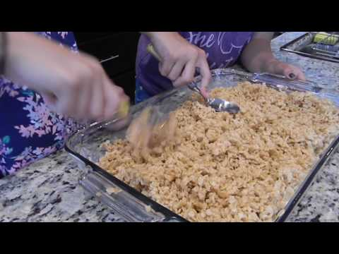 Making Unicorn Rice Krispie Treats!||Cooking At Home!
