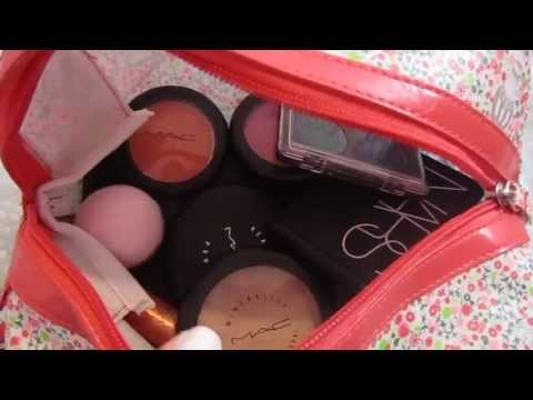 What's In My Carry On Bag / Packing Makeup,Toiletries and Clothes in your Carry-On