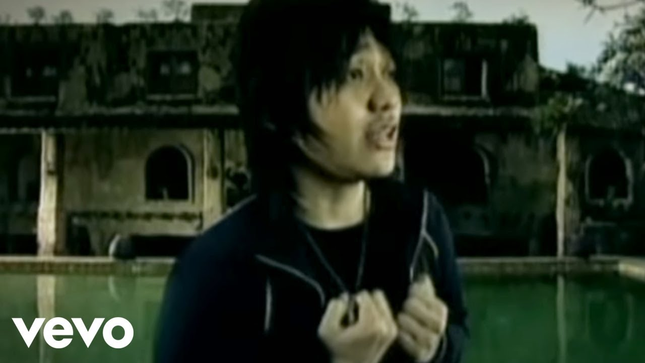 Download Vagetoz - Saat Kau Pergi (Video Clip) MP3 Gratis