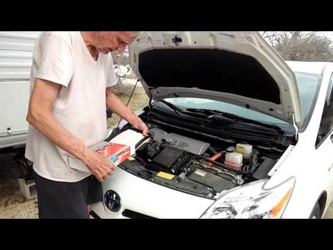 How to replace the engine air filter in a Toyota Prius...