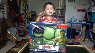 Menyuam Mason unboxing the Hulk costume. MPH123