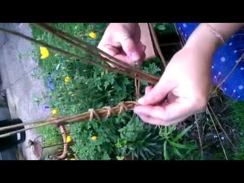 Make your own Willow Dragonfly -  Hanna shows you how to make your own willow dragonfly.