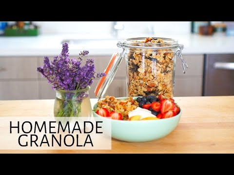 Homemade Granola Recipe with Almonds and Oats