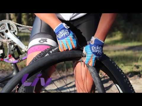 Trail Tips with Jess Douglas - Changing a tube.