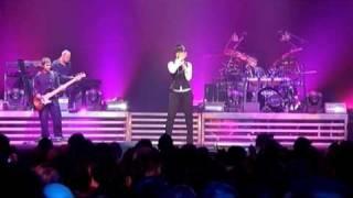 Download Laura Pausini - Medley: Che Bene Mi Fai, Fidati Di Me...(Live in Paris 05)