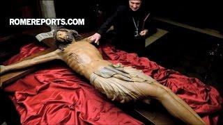 Cây thánh giá 700 năm tuổi quay trở về Vương cung Thánh đường Thánh Phêrô