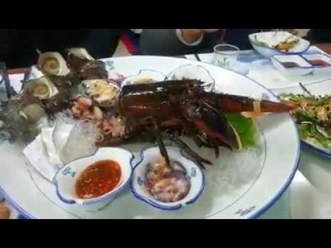 restaurant serves live lobster torso