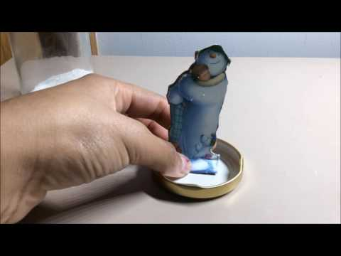 How to make a DIY snow globe (no water)