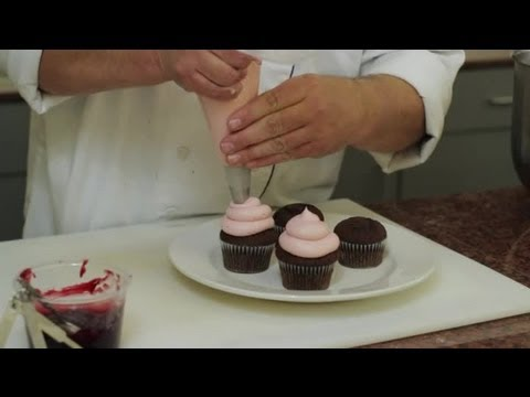 How to Make Homemade Raspberry Frosting : Frosting Recipes