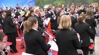 De Koninklijke Harmoniekapel Delft speelt het Nederlandse volkslied in Tianjin, China op Koninginnedag 2012.