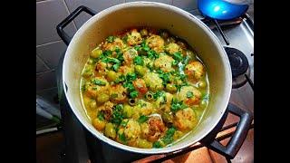 Boulettes de poulet farcis au fromage à la sauce blanche aux olives كريات دجاج محشية بالجبن مرق أبيض