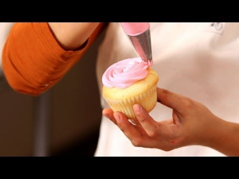 Decorate Cupcakes for a Girl's Birthday | Cupcake Tutorials