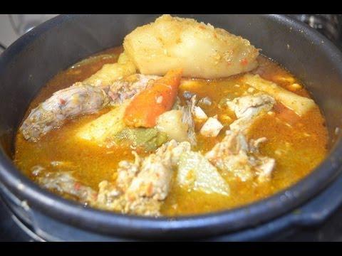 sopa de pollo en olla de presion.chicken  soup in pressure cooker