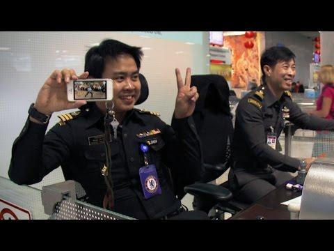 Captain Jack's dance routine: Episode 6 | Bangkok Airport