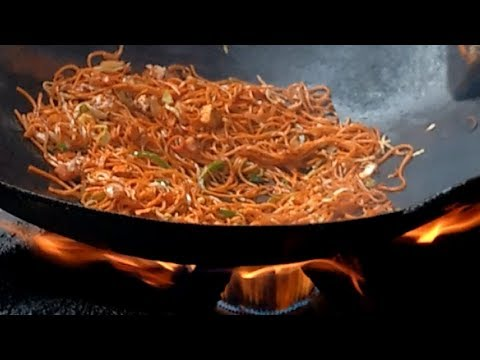 MOST CHILLI TASTYYYY  CHOWMEIN EVER | Indian Street Food 2017