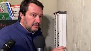 Bologna, la provocazione di Salvini. Citofona in periferia a casa di un tunisino: