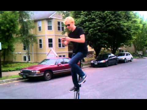 texting on a 5 foot unicycle, bad idea?