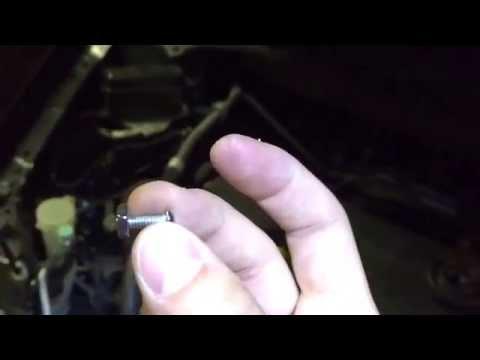 Mazda 2010/2011 CX-7 Headlight assembly clip