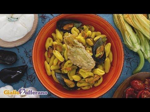 Cavatelli with mussels, saffron and zucchini flowers - recipe