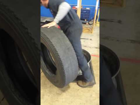Dismount and mounting tires