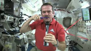 Chris Hadfield Brushes his Teeth in Space